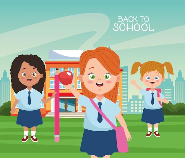 Kleine studentenmeisjes met uniformenkarakters