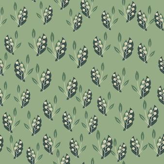 Kleine willekeurige lijsterbessen en gebladerte naadloze doodle patroon. pastelgroene achtergrond
