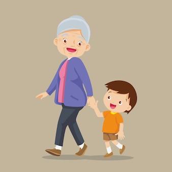 Kleinzoon loopt met zijn grootmoeder
