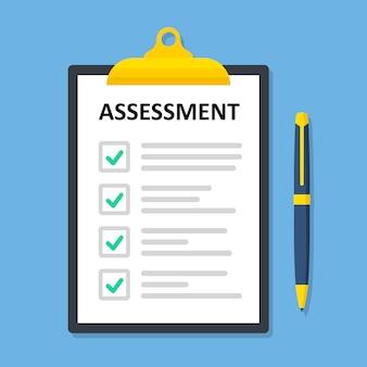 Klembord-checklist met beoordeling papierwerk, vellen in map plat ontwerp
