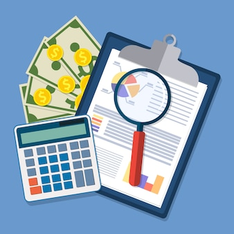 Klembord met financiële rapporten en pen.