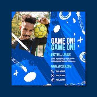Kleurovergang voetbal kwadraat flyer-sjabloon Premium Vector