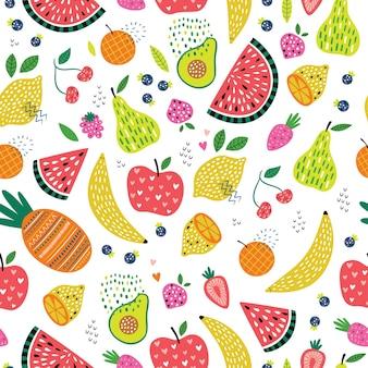 Kleurrijk naadloos patroon met het leuke fruit en de bessen van de beeldverhaalkrabbel
