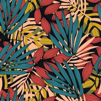 Kleurrijk naadloos patroon met kleurrijke tropische planten en bladeren