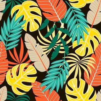 Kleurrijk naadloos patroon met tropische planten en bladeren