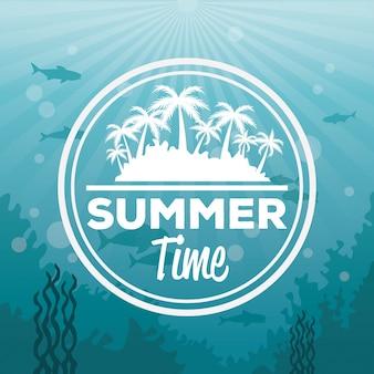 Kleurrijk overzeese landschap als achtergrond onderwater en het silhoueteiland van de embleemzomer met palmen
