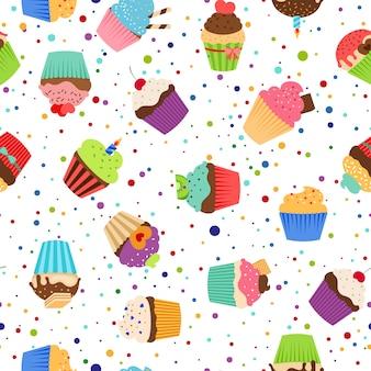 Kleurrijk patroon met zoete cupcakes op gestippelde witte achtergrond.