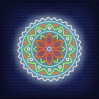 Kleurrijk rond het neonteken van het mandalapatroon