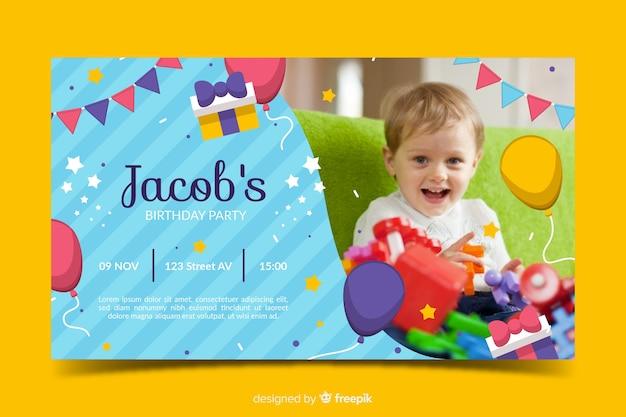 Kleurrijke baby verjaardag uitnodiging sjabloon