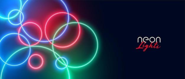 Kleurrijke cirkelvormige neonlichtenachtergrond