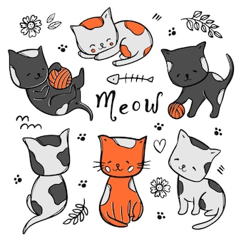 Kleurrijke katjes schattige katten baby's dromen en spelen met bal tussen bloemen en bladeren