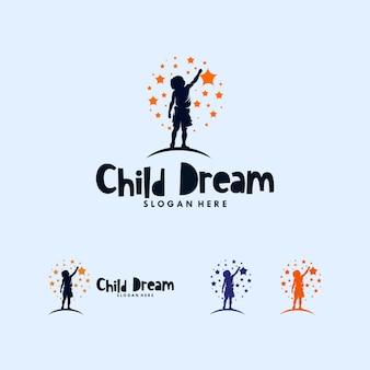 Kleurrijke kinderen die het logo-ontwerp van de sterren bereiken