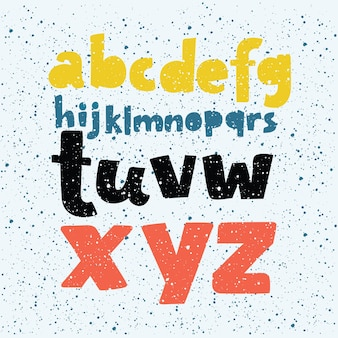 Kleurrijke krijtbord letters en cijfers.