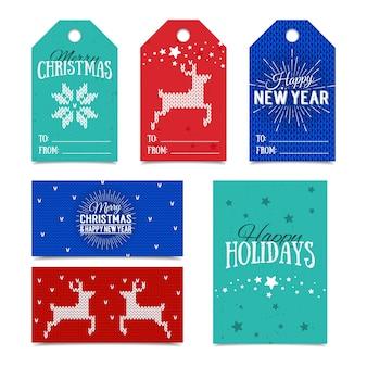 Kleurrijke papieren tags en naamkaartjes voor cadeautjes met belettering happy holidays, merry christmas en happy new year.