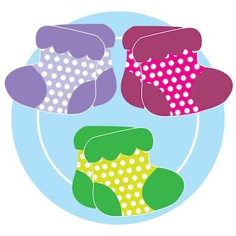 Kleurrijke polka dot sokken op witte achtergrond