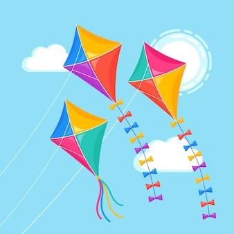 Kleurrijke vlieger die in blauwe hemel, zon vliegt. zomer, voorjaarsvakantie, speelgoed voor kind.