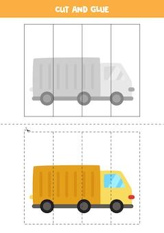 Knip en lijm spel voor kinderen met cartoon vrachtwagen. snijoefening voor kleuters. Premium Vector
