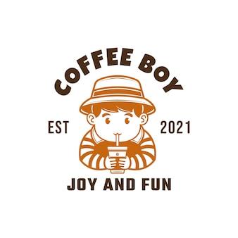 Koffie jongen mascotte logo van coffeeshop een jongen die een kopje koffie drinkt vectorillustratie