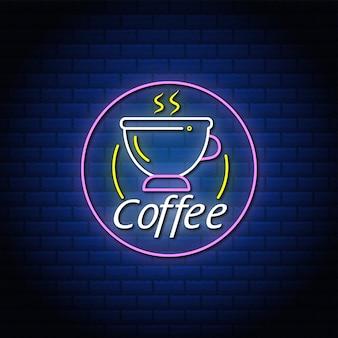Koffie neon tekst bord met abstracte blauwe muur.