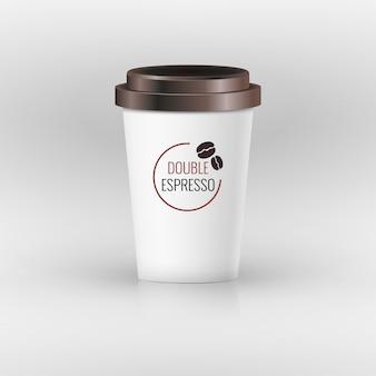 Koffiedocument die beker met etiketillustratie wordt geplaatst