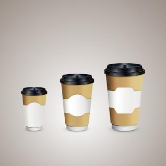 Koffiekopjes met bruine houder om mee te nemen. kopjes van verschillende grootte.