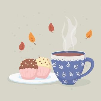 Koffietijd en theekop met hete vloeistof en zoete cupcakes