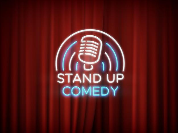 Komedie komische neonteken met microfoon en rode gordijnachtergrond op.
