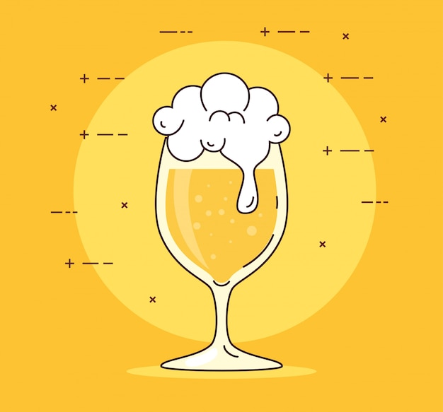 Kopglas bier met schuim op gele achtergrond