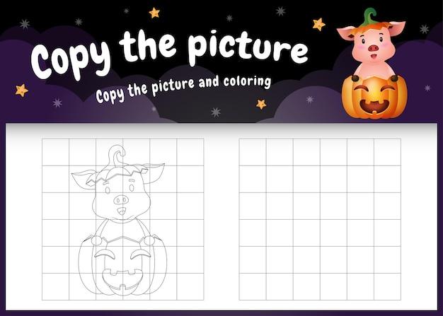 Kopieer het foto-kinderspel en de kleurpagina met een schattig varken met halloween-kostuum