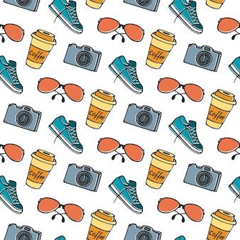 Kopje koffie op afhaalmaaltijden, bril, camera, sneakers naadloze patroon hand tekenen doodle.