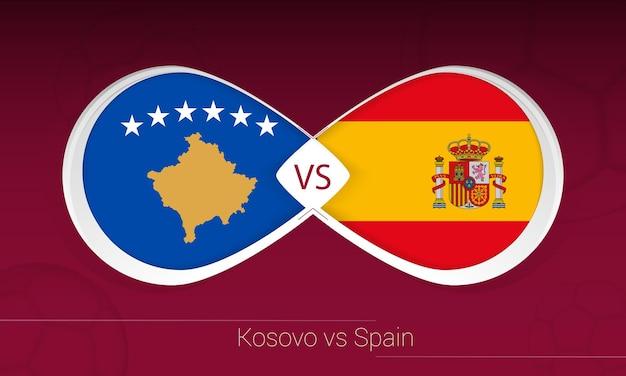 Kosovo vs spanje in voetbalcompetitie, groep b. versus pictogram op voetbal achtergrond.