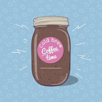Koude koffie of chocolademilkshake in metselaarkruik met rond etiket op blauwe achtergrond met naadloos patroon van koffiebonen. vector hand getekende illustratie.