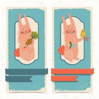 Krabbel verticale banners met linten en gelukkige pasen-konijnen die wortelbloem en ei geïsoleerde vectorillustratie houden