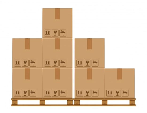 Kratboxen op een beboste pallet, kartonnen doos in magazijnopslag in de fabriek