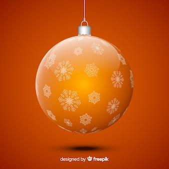 Kristallen kerstmisbal op gele achtergrond