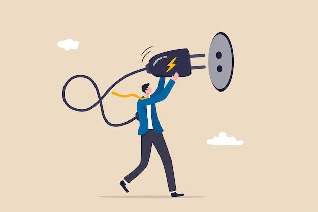 Laad jezelf op, verfris of herstel na geprobeerd, uitgeput of burn-out, laad volledige energie op of lever motivatieconcept, uitgeputte overwerkte zakenmanstekker elektrisch om energie op te laden.