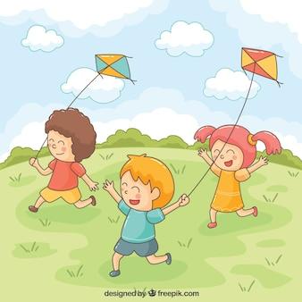 Lachende kinderen spelen met vliegers