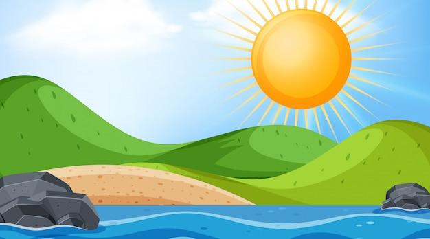 Landschapsachtergrond met grote zon over oceaan