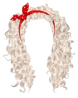 Lange krullende haren met rode strik. lichtblonde kleuren.
