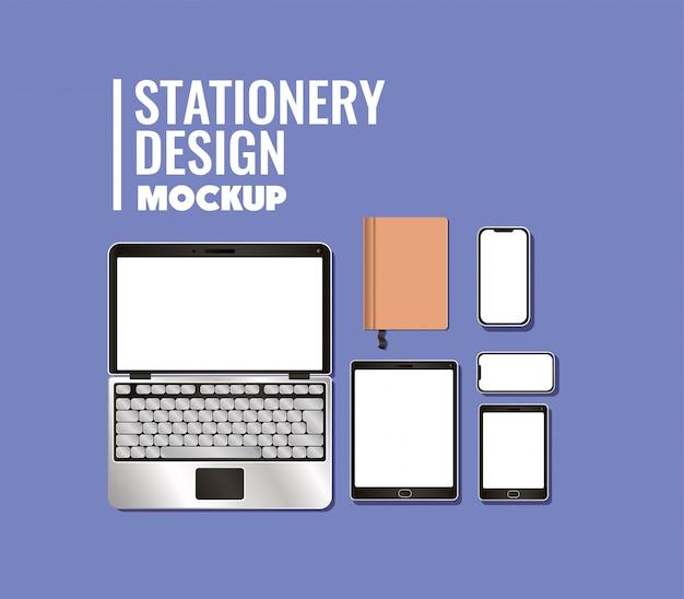 Laptop tablet smartphone en mockup notebook op blauwe achtergrond