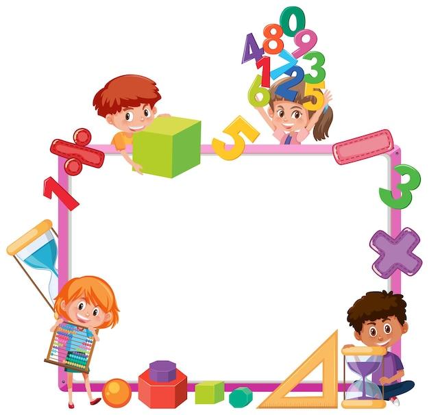 Leeg bord met schoolkinderen en wiskundige objecten