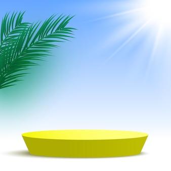 Leeg geel podium met palmbladeren en zon rond voetstuk cosmetische producten display platform