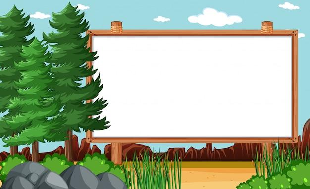 Leeg houten frame in de scène van het natuurpark