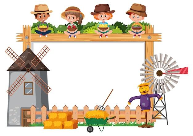 Leeg houten frame met kinderen en boerderijvoorwerpen