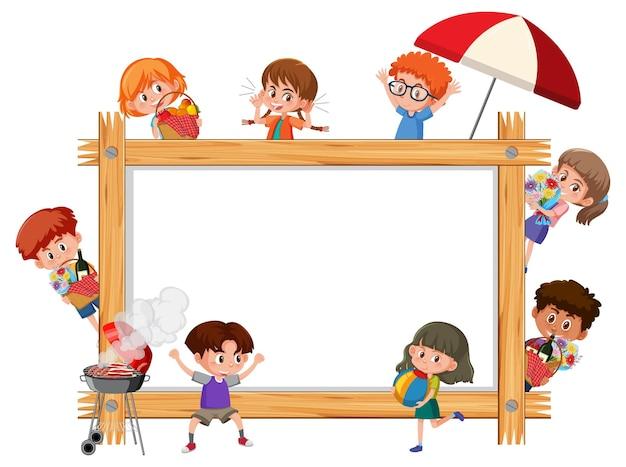 Leeg houten frame met veel stripfiguur voor kinderen