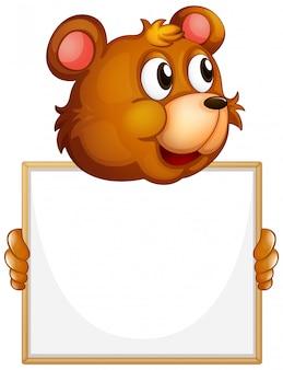 Leeg tekenmalplaatje met bruine beer op witte achtergrond