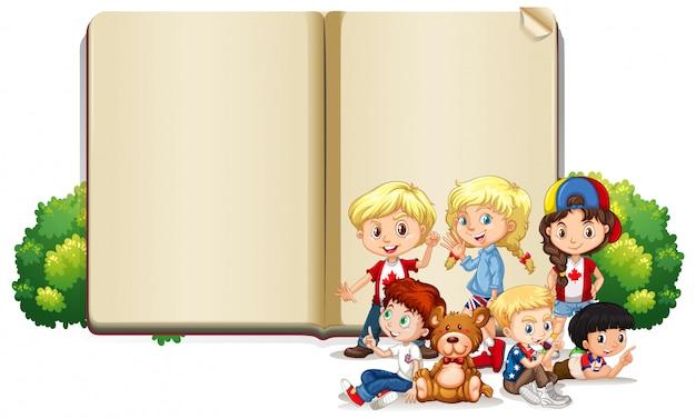 Leeg tekensjabloon met kinderen en teddybeer