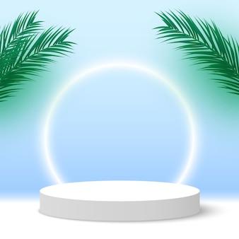 Leeg wit podium met palmbladeren rond voetstuk cosmetische producten display platform products