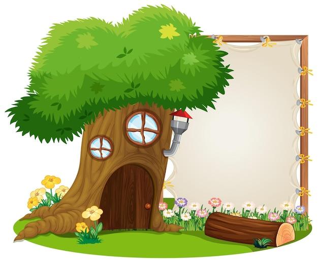 Lege banner in de tuin met geïsoleerde boomhut