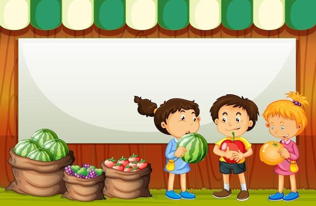 Lege banner met drie kinderen in het thema van de fruitmarkt